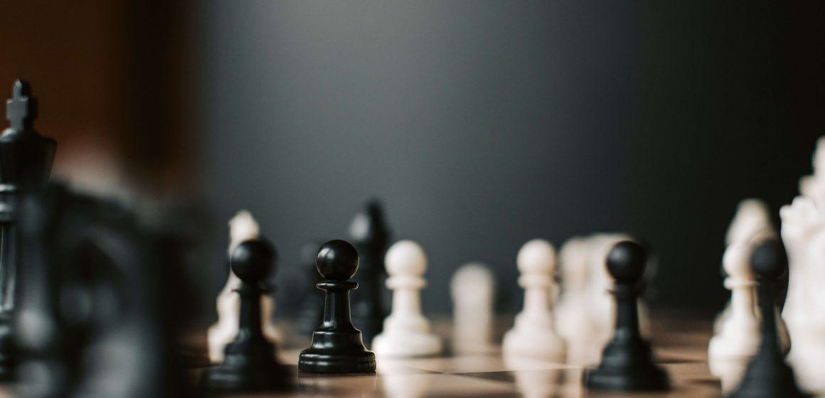 Plansza szachowa z figurami