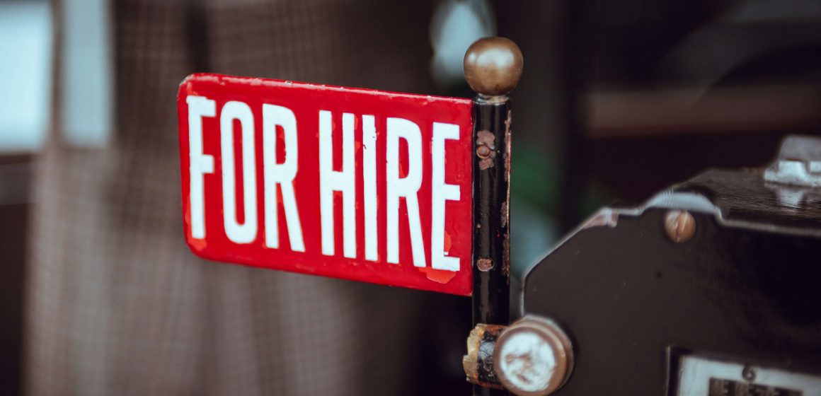 "Tabliczka z napisem ""for hire"""