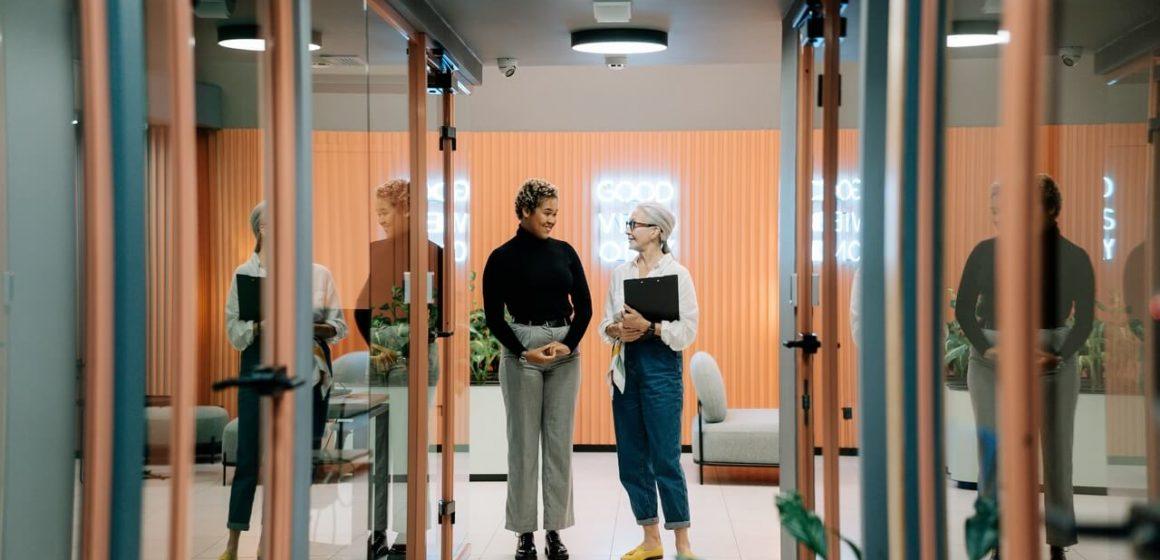 Dwie kobiety w biurze